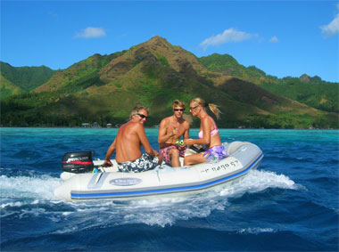 Seayanika on their way to the ray site on Moorea